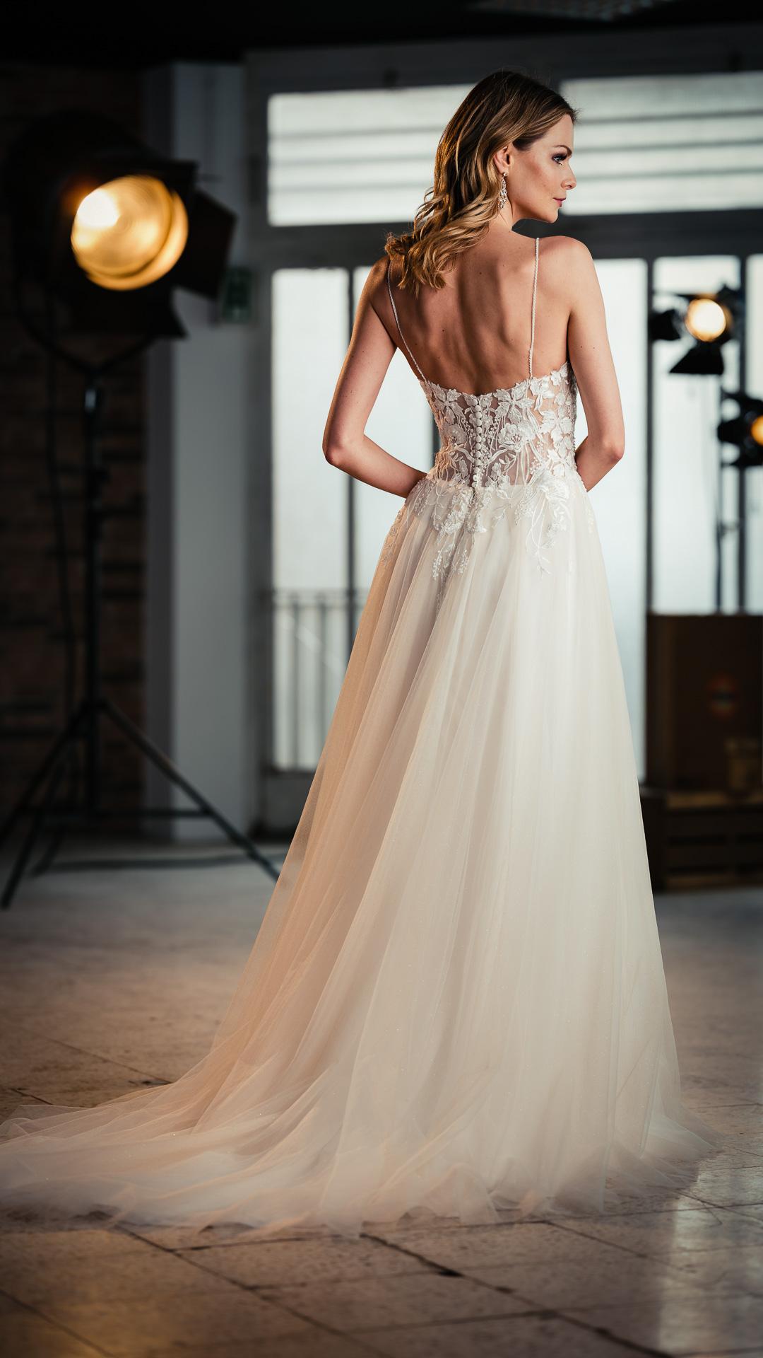 Kollektion 2021 Brautkleid 6704 von DMY