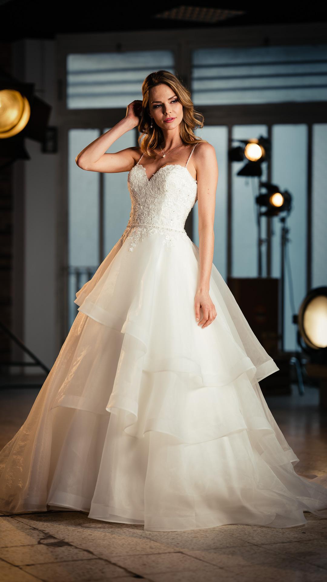 Kollektion 2021 Brautkleid 6705 von DMY