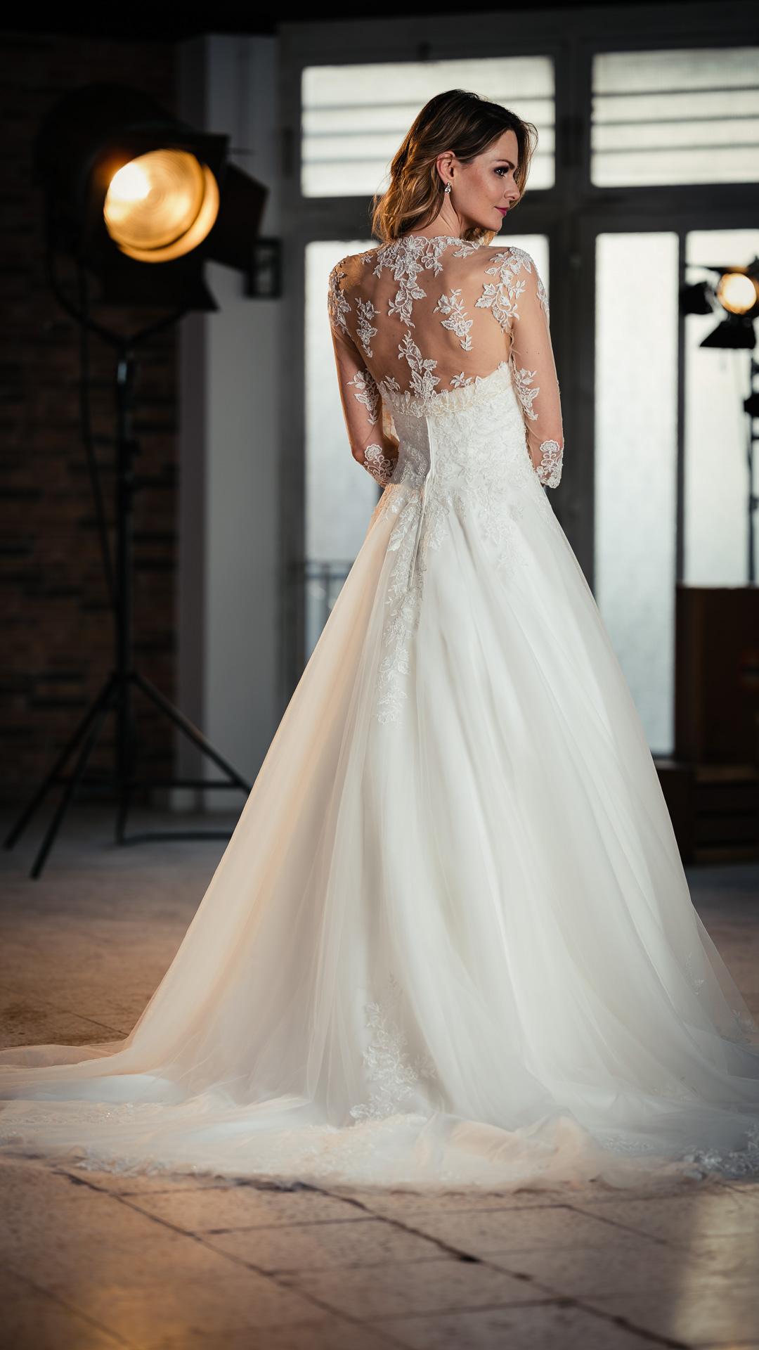 Kollektion 2021 Brautkleid 6706 von DMY