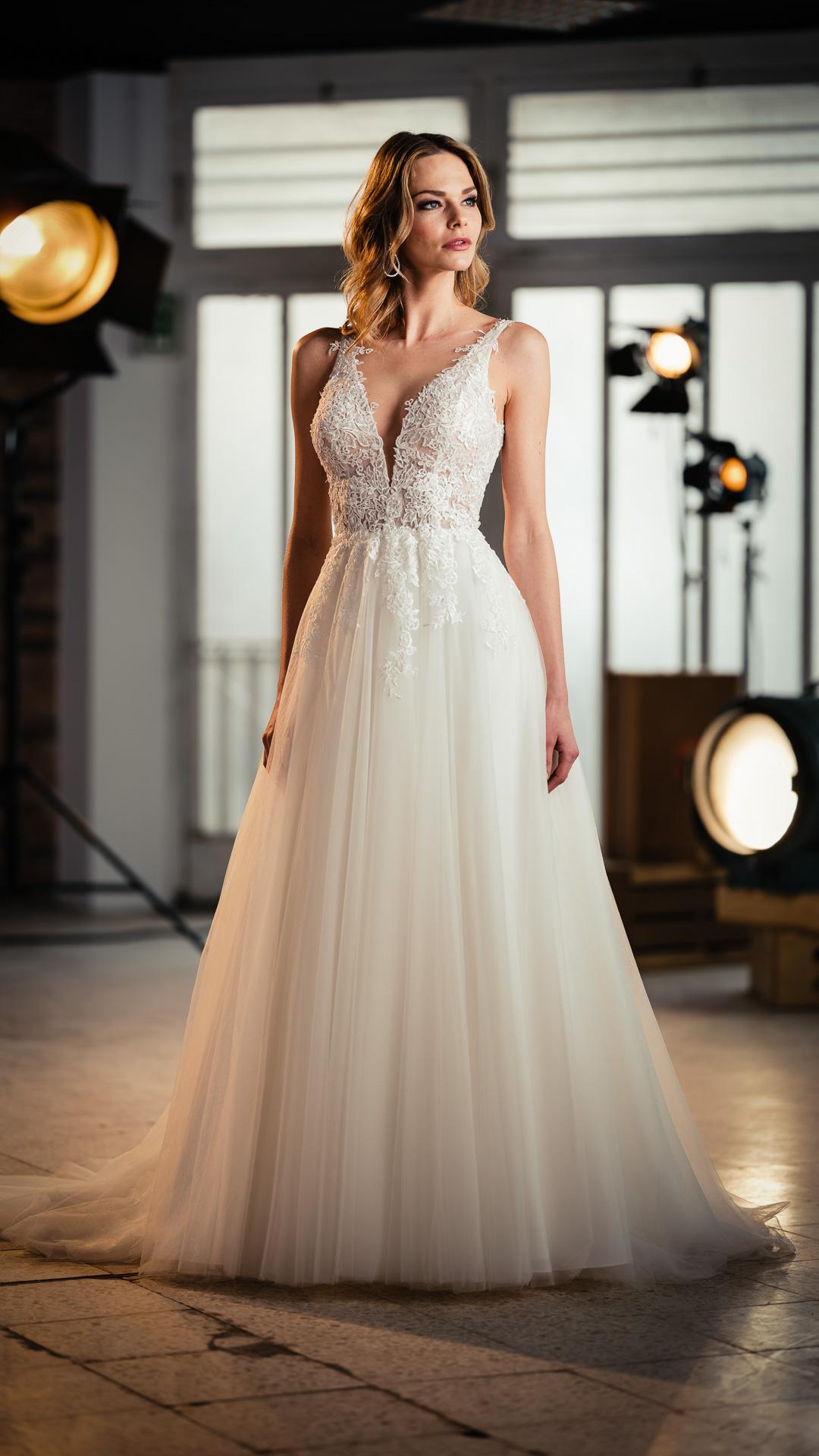 Kollektion 2021 Brautkleid 6708 von DMY