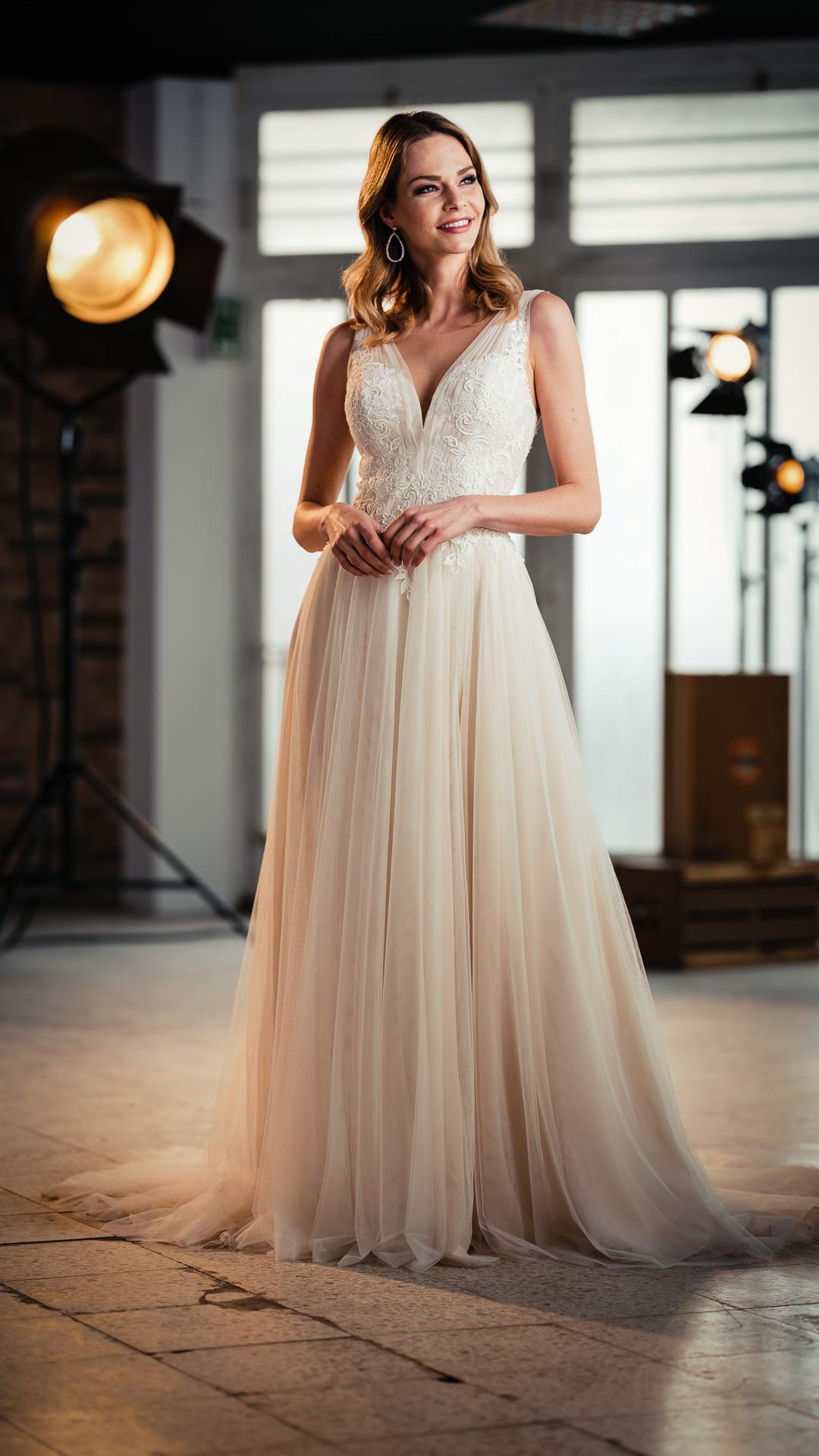 Kollektion 2021 Brautkleid 2608 von DMY