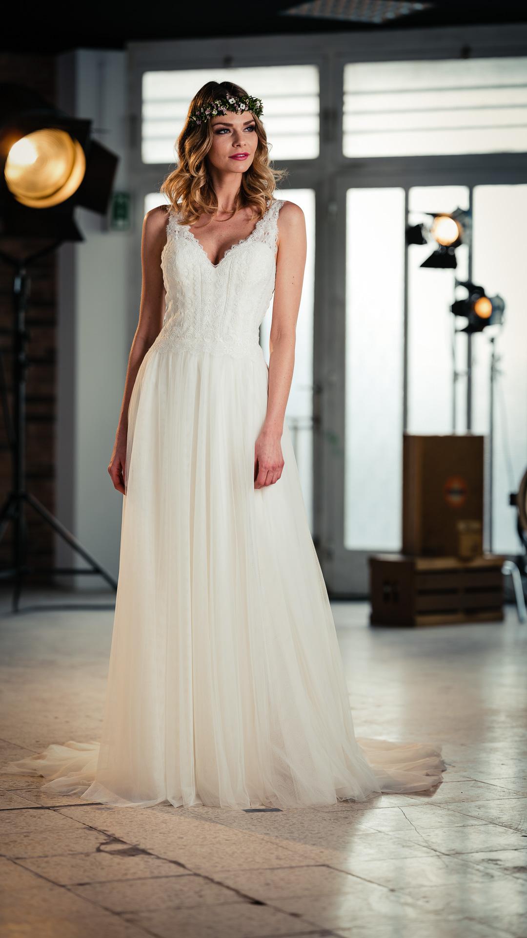 Kollektion 2021 Brautkleid 1076 von DMY