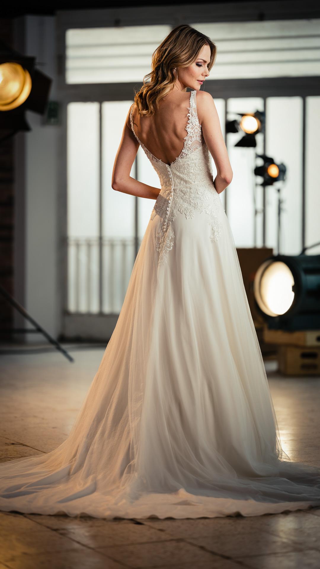Kollektion 2021 Brautkleid 6685 von DMY