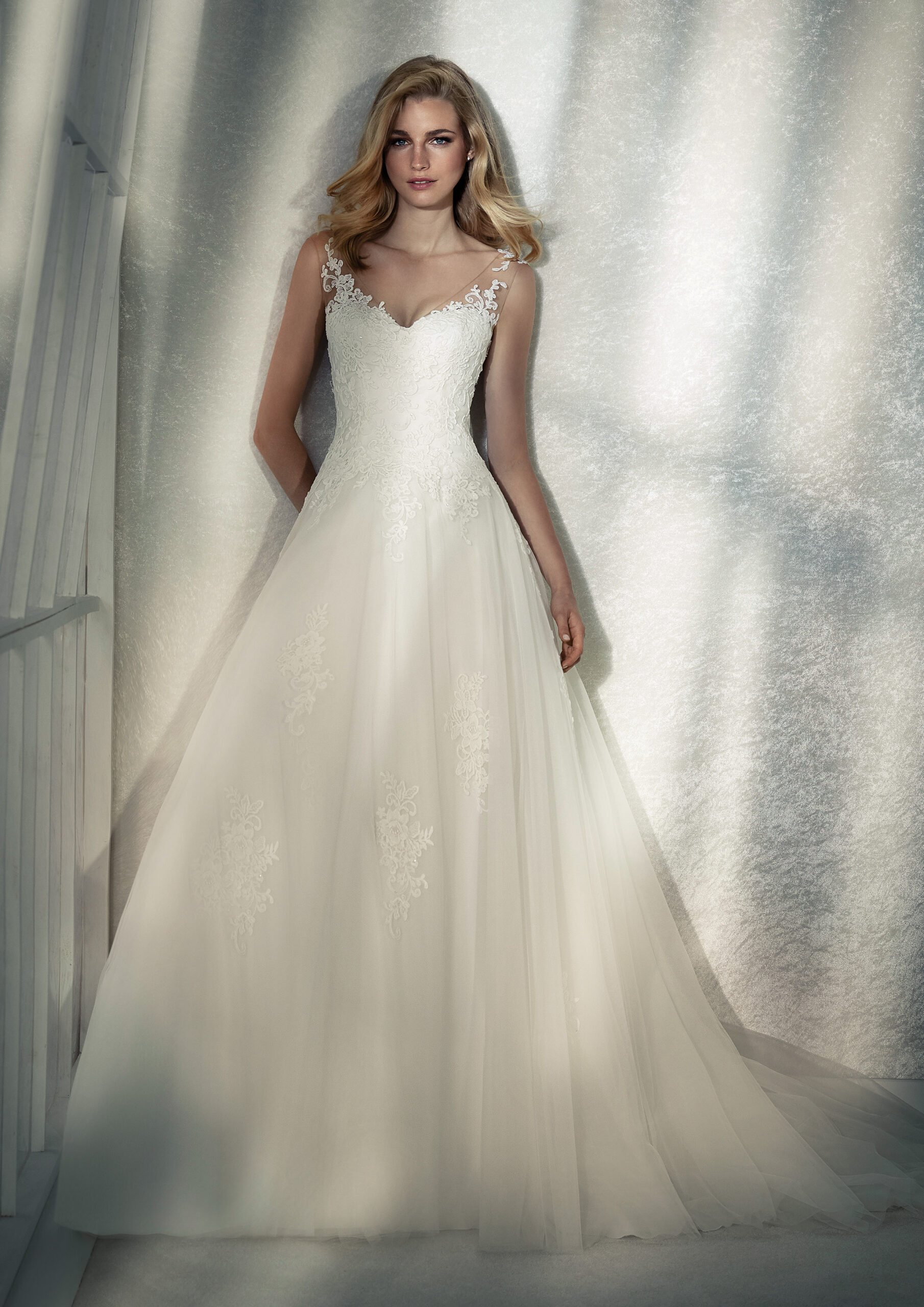 FEMME-B-3-white-one-whiteone-brautkleid-scaled