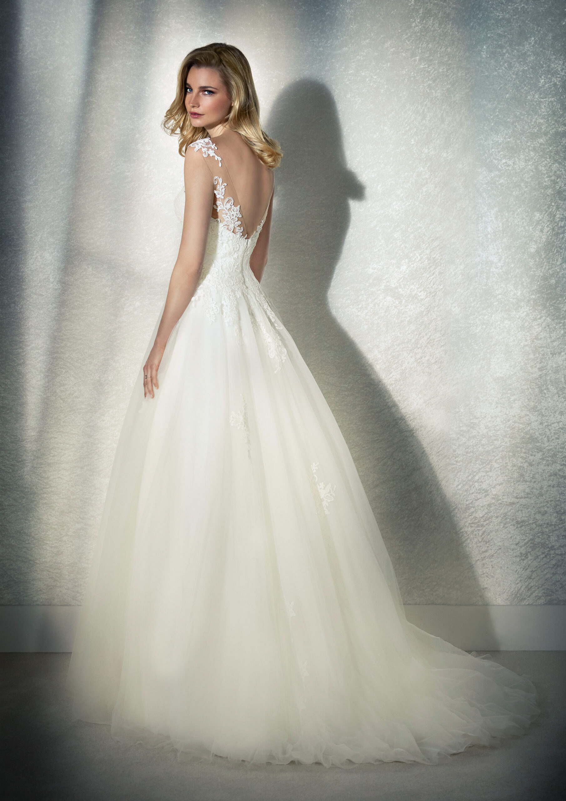 FEMME-C-3-white-one-whiteone-brautkleid-scaled