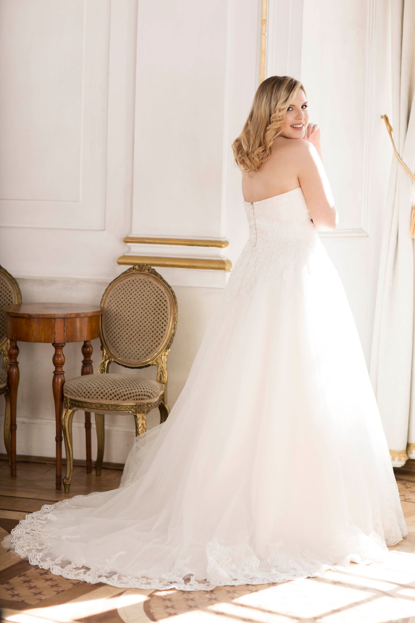 Lovely by Mode de Pol - Brautkleid lo-70t