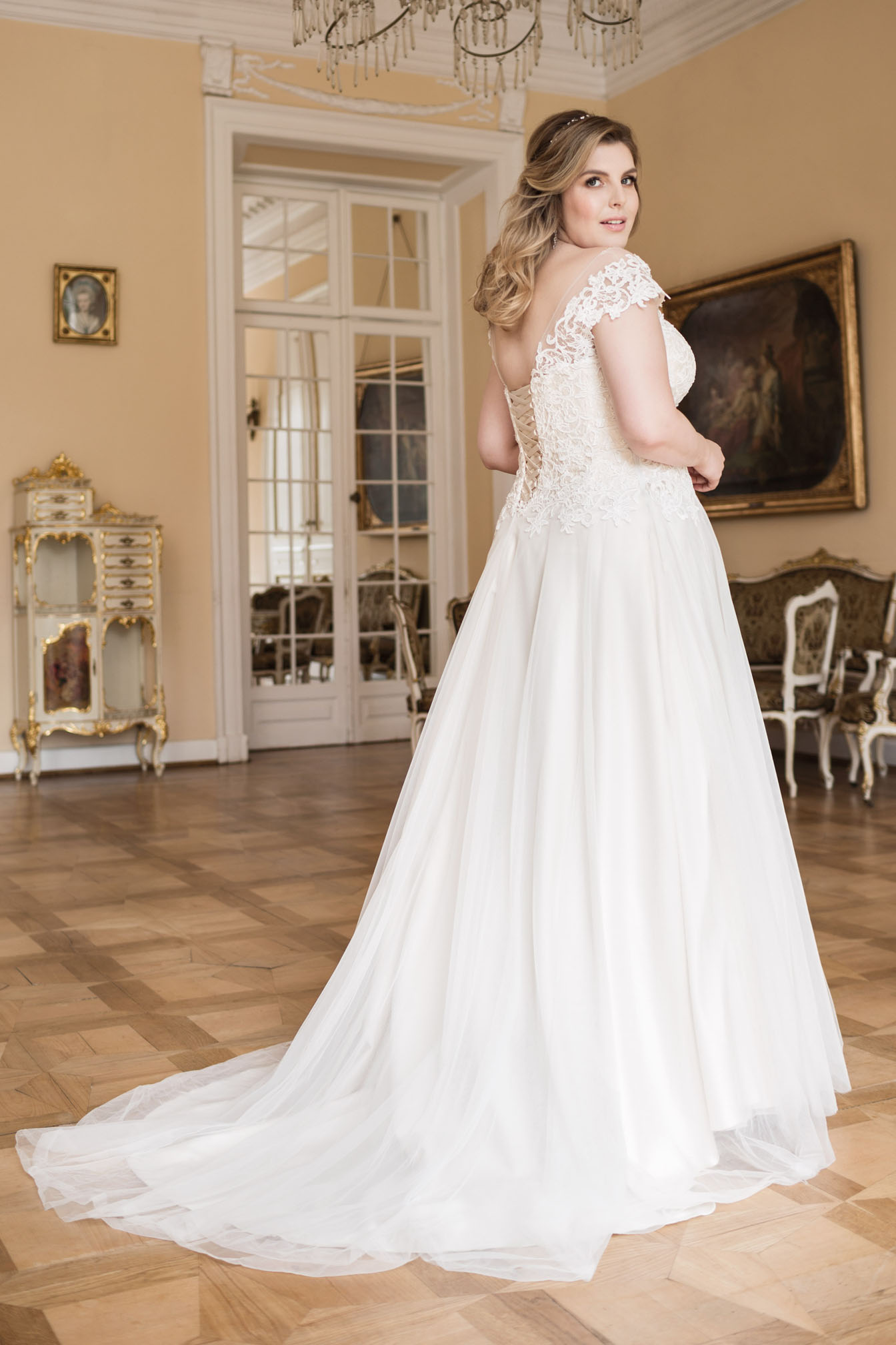 Lovely by Mode de Pol - Brautkleid lo-72t