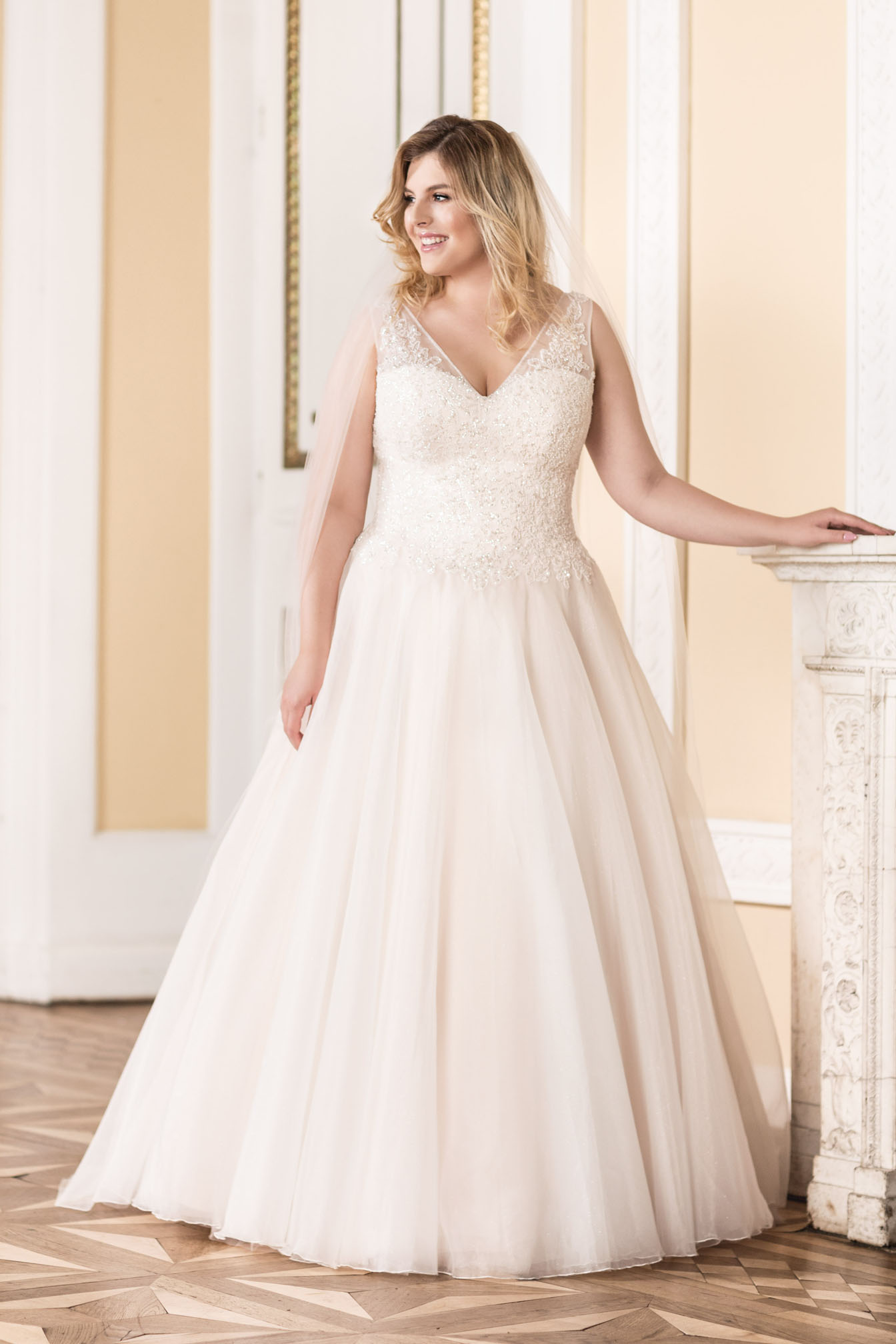 Lovely by Mode de Pol - Brautkleid lo-87t
