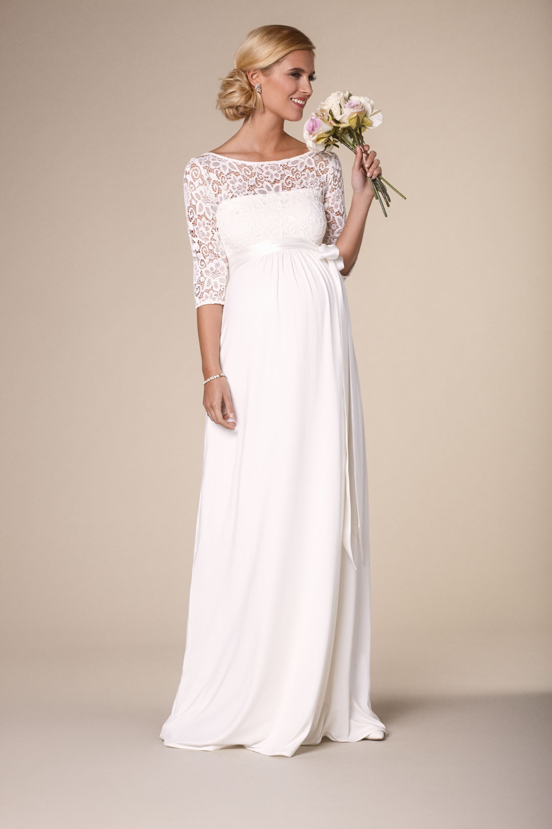 Heiraten mit Babybauch im Hochzeitskleid für Schwangere von Tiffany Rose: Modell Verona